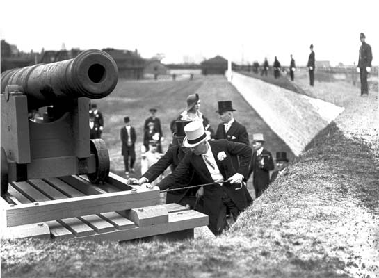 Gov. Gen. Lord Bessborough inspects a cannon at the fort's re-opening in 1934.